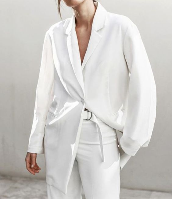 Біла сорочка влітку