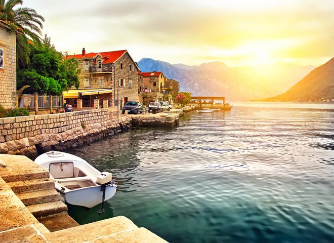 Монастырь в скале: must-see место для туристов в Черногории
