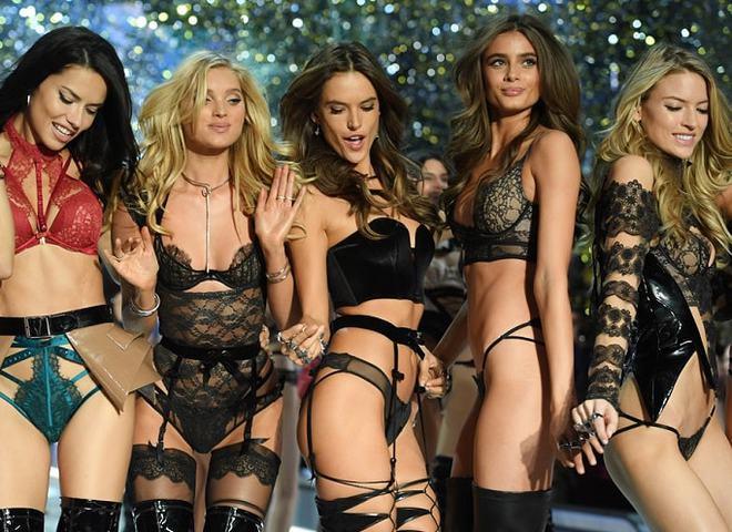 5 самых сексуальных комплектов белья с показа  Victoria's Secret Fashion Show 2016