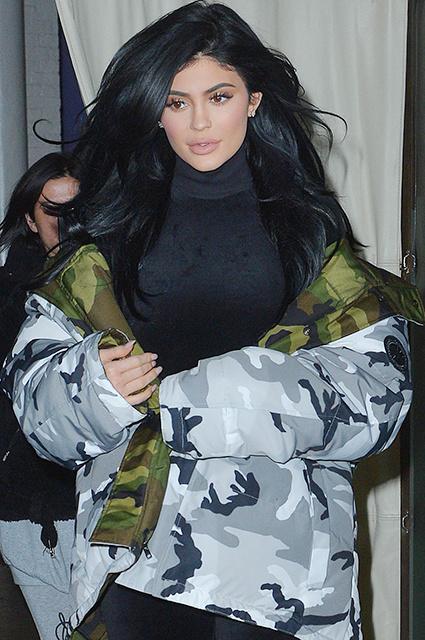 """Ким Кардашьян, Кендалл и Кайли Дженнер в стильных образах во время съемки """"8 подруг Оушена"""""""