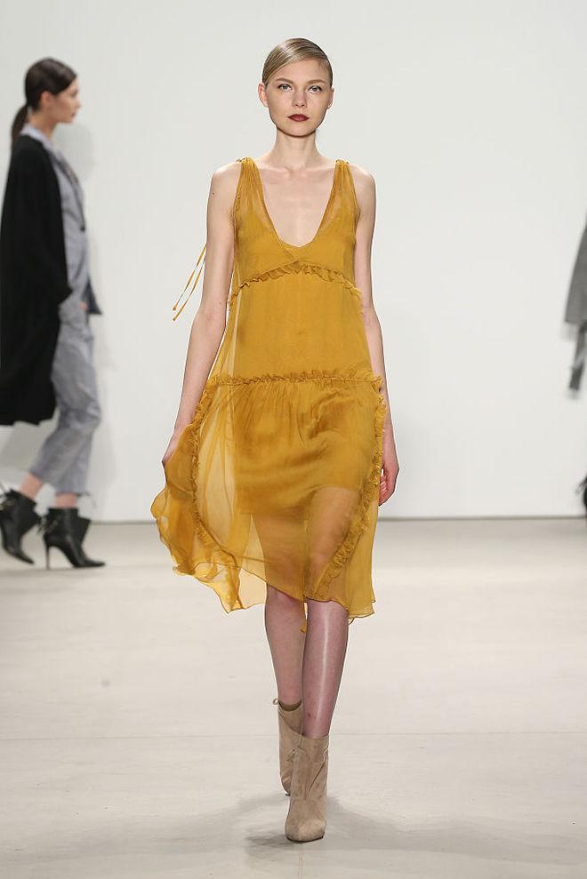Желтое платье на Новый год 2018