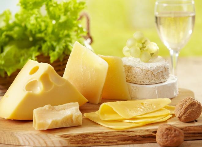 Сыр поможет сохранить зубы белыми