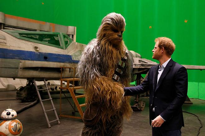 """Принц Гарри на съёмочной площадке """"Звёздных войн"""""""