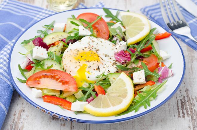 Салати з яйцем-пашот