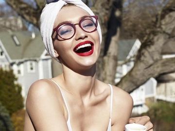 Джіджі Хадід випустила колекцію окулярів