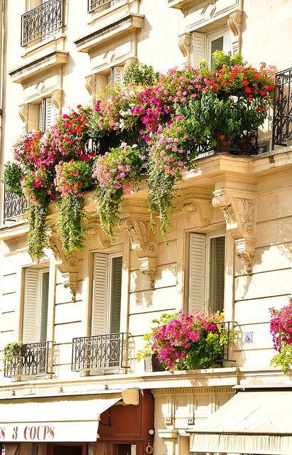 Квіти на балконі