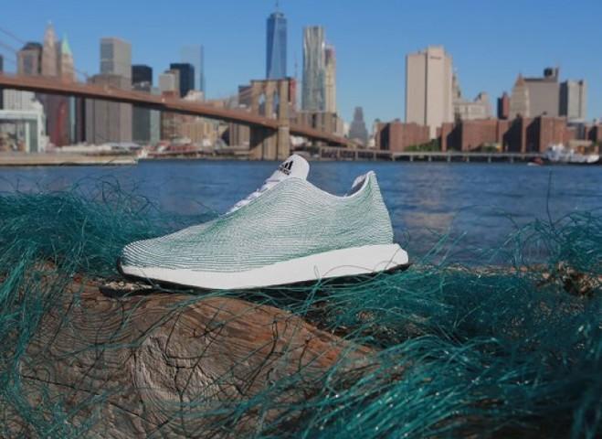 Ничего лишнего: Adidas создает кроссовки из океанического мусора
