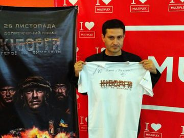 """""""Киборги"""": фильм Ахтема Сейтаблаева первыми увидели военные из Мариуполя"""