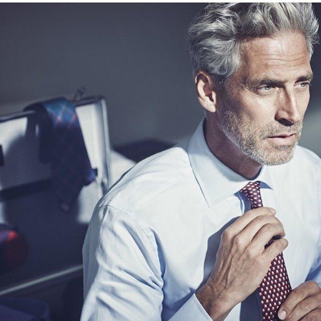 Як потрібно виглядати: 6 приголомшливих чоловіків у віці, в яких ти закохаєшся