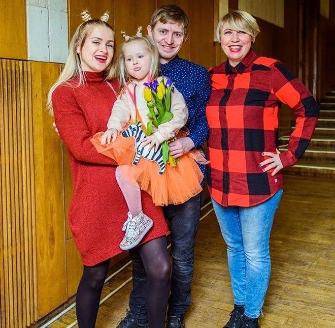 Брат Наді Дорофєєвої Максим з сім'єю