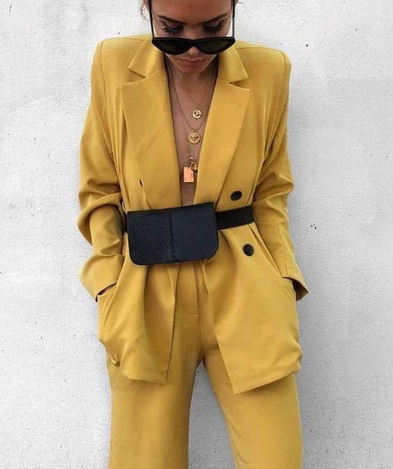 Новий рік 2019 жовтий колір