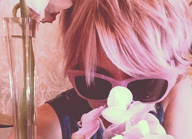 Кейли Куоко покрасила волосы в пастельно-розовый цвет