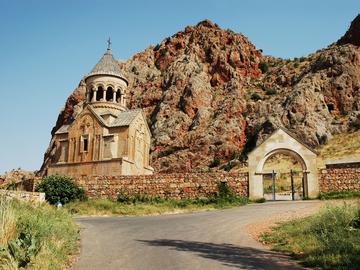 Армянский коньяк, гора Арарат и древнейшие винодельни: 15 самых интересных фактов об Армении