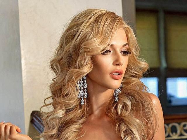 foto-solistki-viagri-blondinka