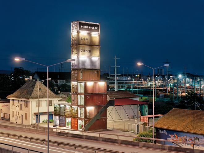 Самые необычные магазины мира. Freitag Container Shop