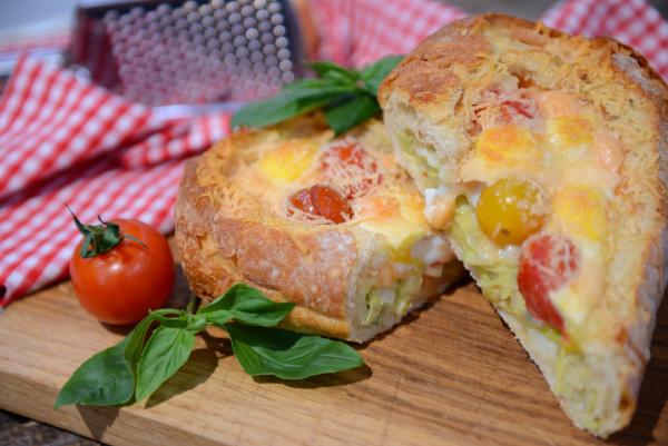 Запеченная чиабатта с сыром и овощами