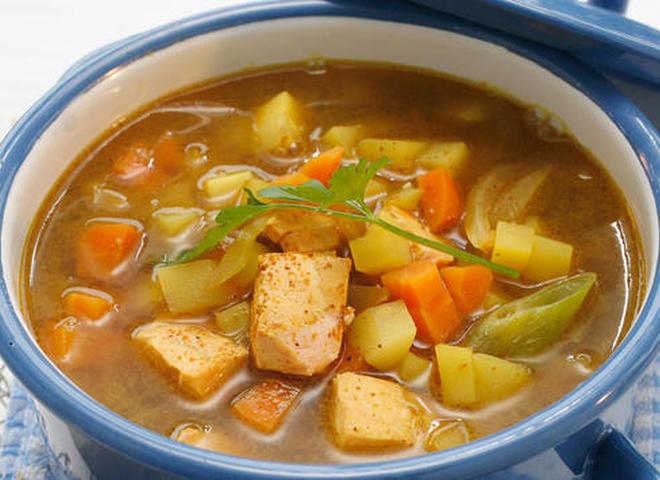 Суп с норвежской семгой, овощами и карри