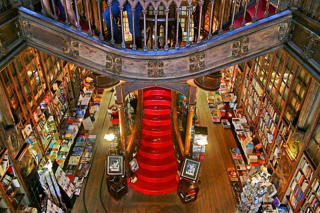 Що потрібно зробити в Порту: книжковий магазин Livraria Lello