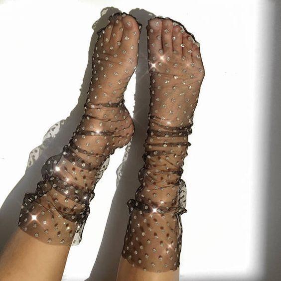 Хит 2018: прозрачные носки с узором