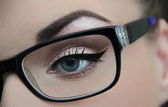 Макіяж для тих, хто носить окуляри