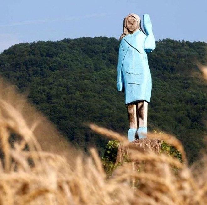 Статуя Меланії Трамп