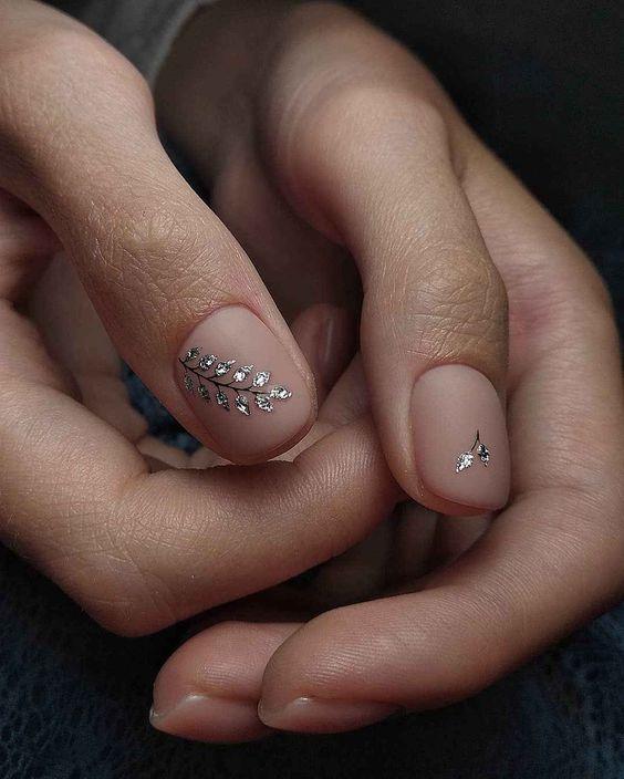 Маникюр на выпускной: 24 идеи на любую форму ногтей (ФОТО)