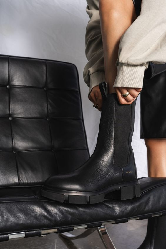 Модні та універсальні черевики осінь-зима 2021