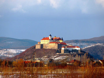 Закарпатський замок Паланок показали з висоти пташиного польоту (дивись приголомшливе відео)