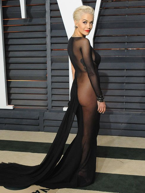 То ли в платье, то ли без..