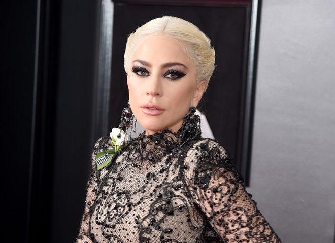 Леди Гага снялась в обнаженной фотосессии .