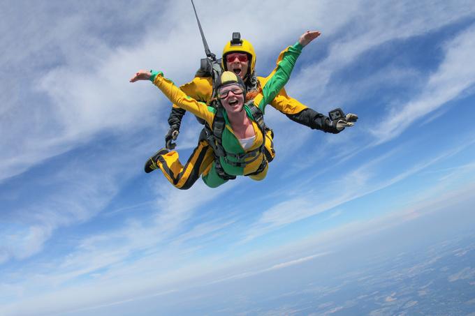 Стрибок с парашутом вперше