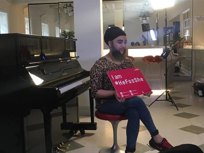 Британка Харне Каур - модель с 15-сантиметровой бородой