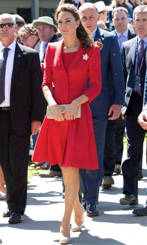 Гардероб Кейт Міддлтон. Плаття-пальто Catherine Walker, липень 2011