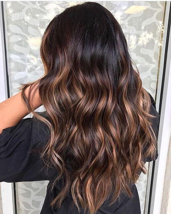 Карамельные пряди в окрашивании волос