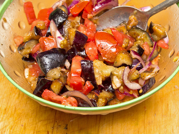 літній салат з баклажанів