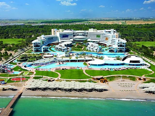 Где почувствовать себя космонавтом: Cornelia Diamond Resort & Golf Spa - отель, Турция
