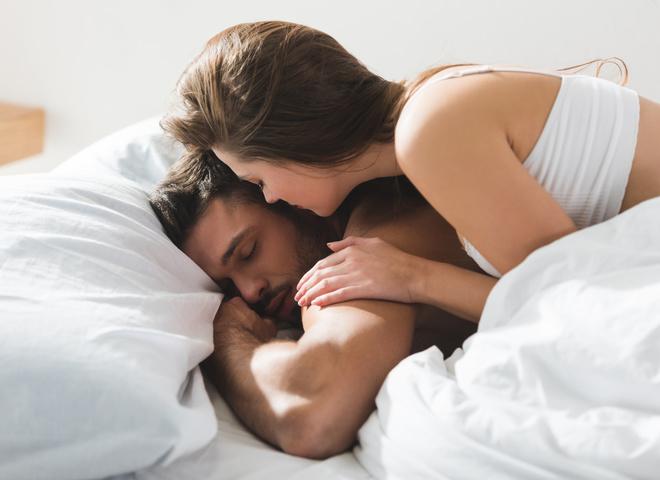 Новые исследования объяснили, почему женщины чаще засыпают сразу же после секса
