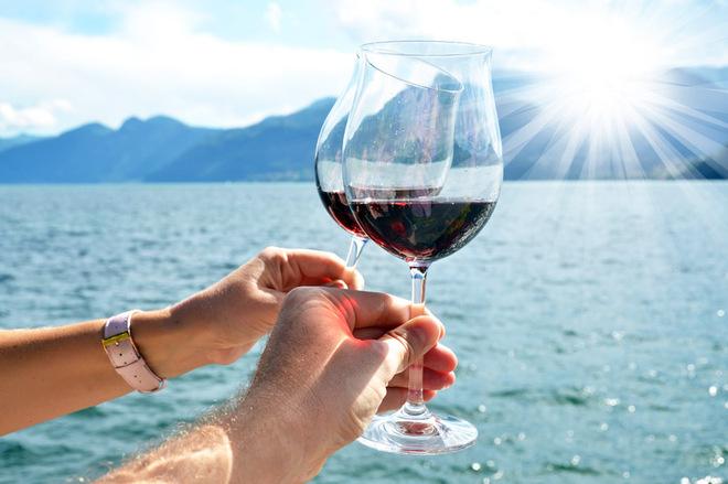 Вирушаючи в політ або морський круїз, не забудьте вино