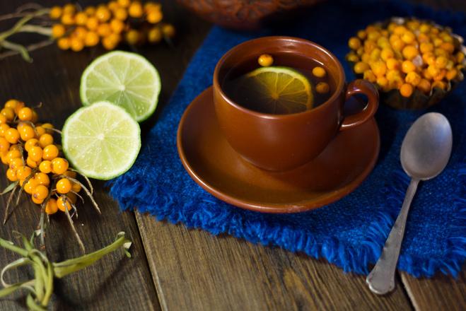 Чай из облепихи с медом и корицей