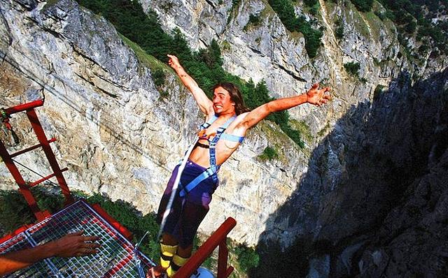 7 найбільш високих банджі-стрибків: Міст Niouc (Швейцарія)