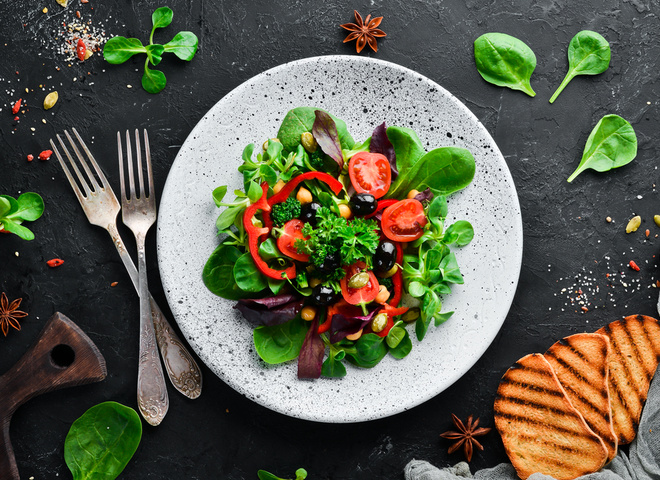 Салаты из молодых овощей