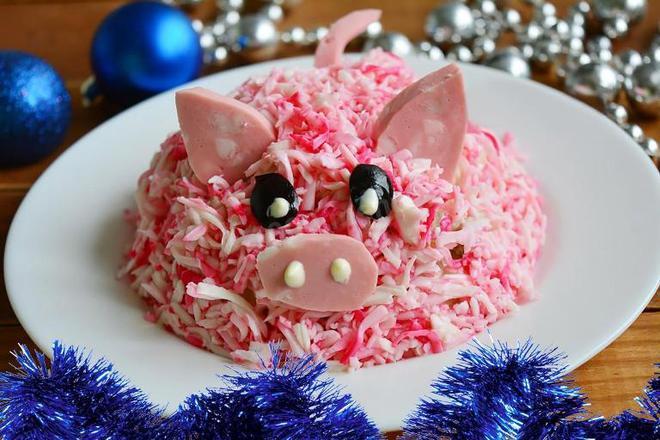 15 идей как украсить новогодний стол на год свиньи
