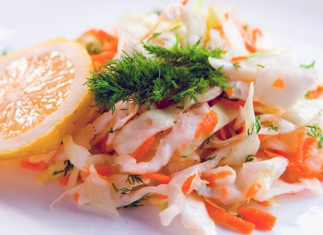 Салат з капусти, морква, капуста, зелень, масло