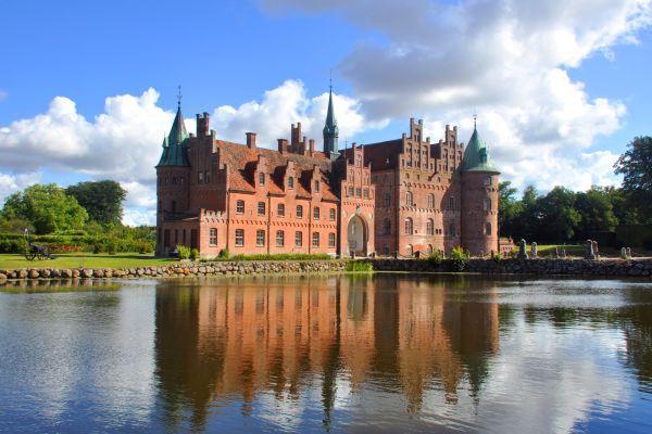 Таємниця німецького замку Морицбург: секретний льох фюрера