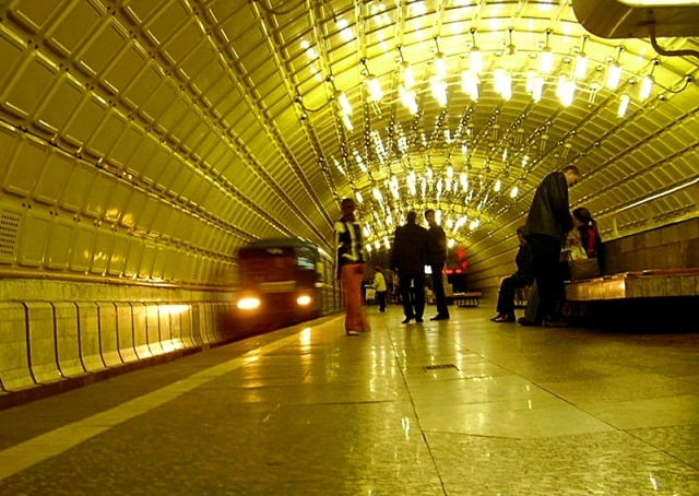 """Дніпропетровськ. Станція метро """"Металургів"""""""