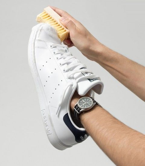 Як прати білі кросівки