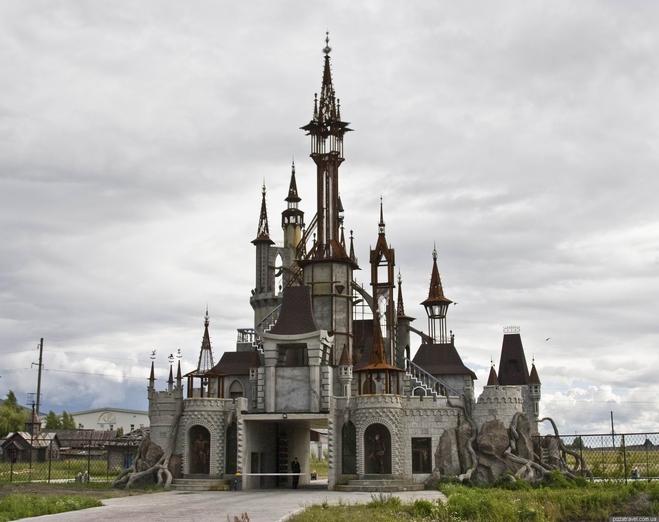 Необычные здания Украины