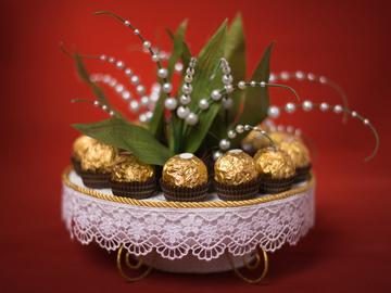 Солодкі і оригінальні подарунки на День Валентина - букети з цукерок