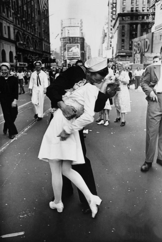 Поцілунок на Таймс-сквер 14 серпня 1945