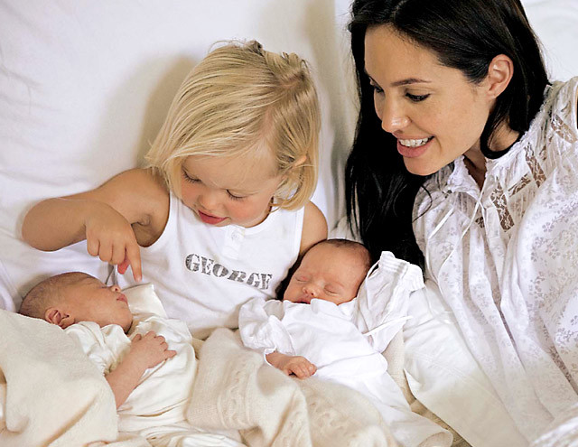 Анджеліна - красуня або мати? День народження Анджеліни Джолі